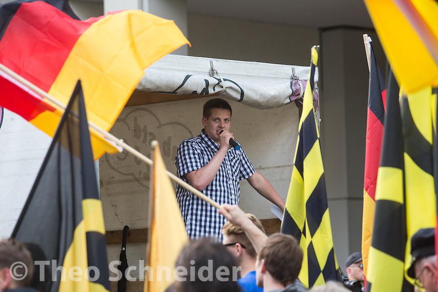 """Daniel Fiß, ex-Neonazi und Aktivist der Identitären aus Mecklenburg-Vorpommern // Rund 100 Anhänger der """"Identitären Bewegung"""" zogen zum 17. Juni durch Berlin-Mitte."""