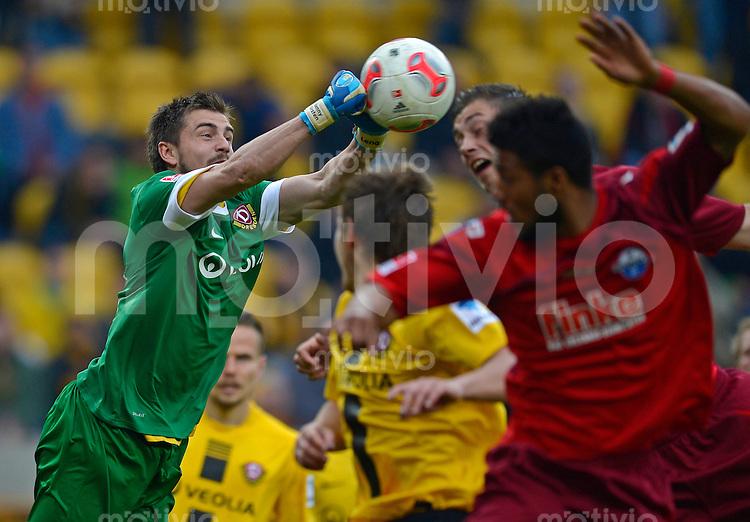 Fussball, 2. Bundesliga, Saison 2012/13, SG Dynamo Dresden - SC Paderborn, Freitag (03.05.13),  Dresdens Torwart Benjamin Kirsten.