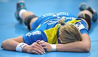 Handball Bundesliga Frauen - Playoff Finale um die deutsche Meisterschaft. Zum Hinspiel empfängt der Handballclub Leipzig (HCL) den Thüringer HC (THC). .IM BILD: Maura Visser (HCL) liegt nach einem Zweikampf auf dem Boden. .Foto: Christian Nitsche