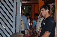 PIRACICABA, SP, 05.05.2015 - HOMICIDIO-PIRACICABA - Polícia Civil de Piracicaba (SP) prendeu um casal nesta terça-feira (5) suspeito de matar um homem e esconder o corpo no quintal da casa onde ele morava, no bairro Eldorado 2, periferia da cidade. Os dois confessaram ter matado a vítima com garrafadas na cabeça há dois meses. (Foto: Mauricio Bento / Brazil Photo Press)
