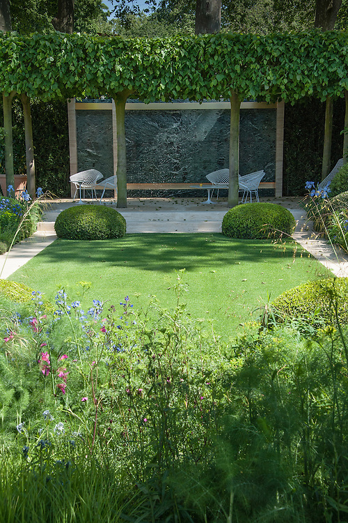 The Daily Telegraph Garden, gold medal winner at the Chelsea Flower Show, 2014. Designed by Paul Gazerwitz and Tommaso del Buono.