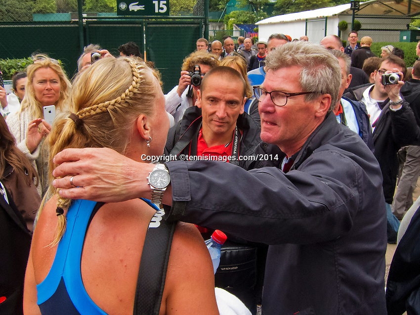 France, Paris, 27.05.2014. Tennis, French Open,Roland Garros, Kiki Bertens (NED) is being embraced after her match by her father<br /> Photo:Tennisimages/Henk Koster