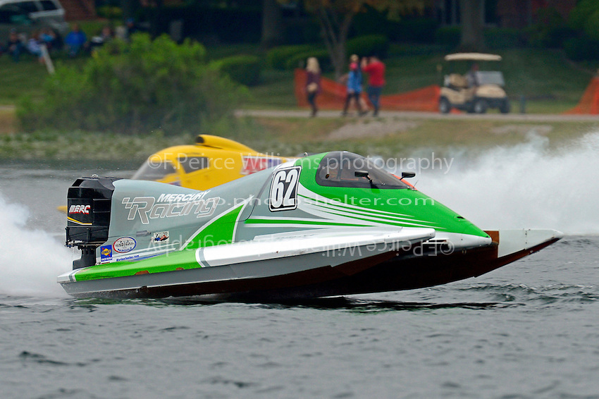 Chris Fairchild (#62) and Terry Rinker (#10)   (Formula 1/F1/Champ class)