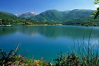 ITA, Italien, Marken, Blick ueber den Lago di Fiastra in die Sibillinischen Berge | ITA, Italy, Marche, view across Lago di Fiastra towards Sibillini mountains