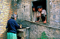 Família na favela de Heliópolis. São Paulo. 1993. Foto de Juca Martins.