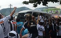 SANTOS, SP, 19 DE MAIO DE 2013 - SANTOS X CORINTHIANS - Torcida o Santos antes da partida entre Santos e Corinthians valida pela final do Campeonato Paulista de 2013, no Estadio da Vila Belmiro em Santos, Litoral de Sao Paulo, neste domingo, 19. (FOTO: ALAN MORICI / BRAZIL PHOTO PRESS).