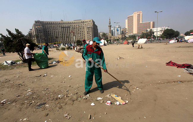 Men clear rubbish from a street during a sit-in at Tahrir Square, after a court sentenced deposed president Hosni Mubarak to life in prison in Cairo June 4, 2012. Egyptian pro-democracy campaigners called on Sunday for a new uprising, saying justice was not served by the trial of Mubarak and others blamed for the killing of protesters during the street revolt that ended his three-decade rule. Photo by Ashraf Amra