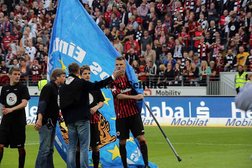 Alex Meier (Eintracht) mit der Europa-Fahne
