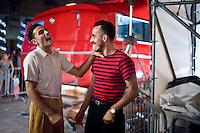 Senigallia, Agosto 2013. Due ragazzi vestiti stile anni 60 nei vicoli di Senigallia durante il Festival Summer Jamboree.