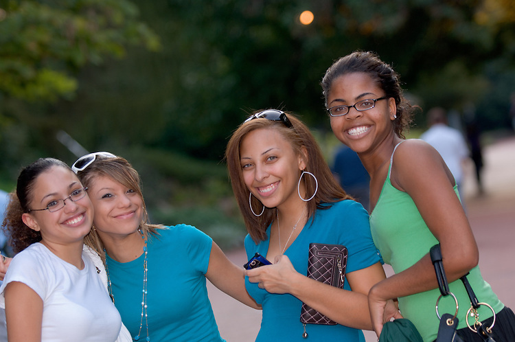 Linda Pierce(green shirt), Brittney Poindexter(whiet shirt), Lindsey Mills(dress), Nicole Covington(blue Shirt)