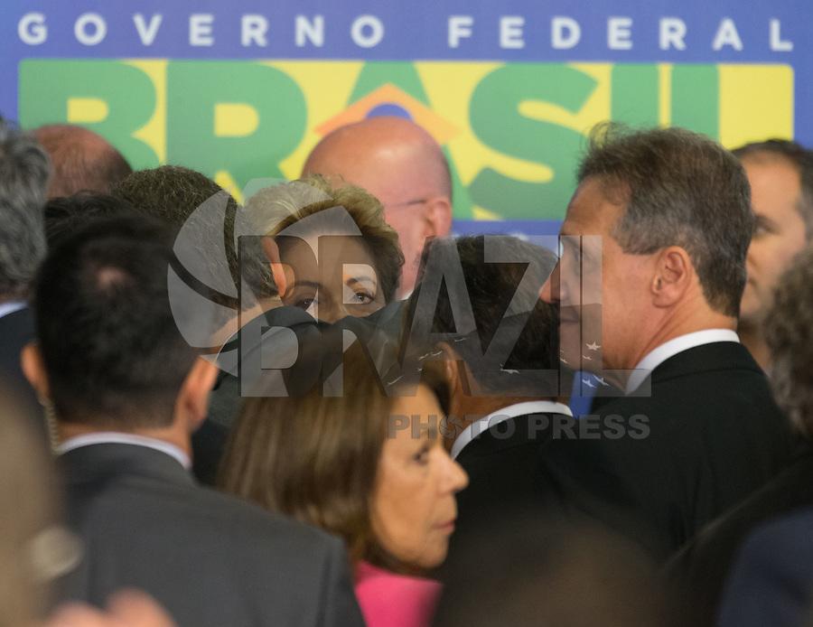 BRASILIA, DF, 02.10.2015 - DILMA-REFORMA -  A presidente Dilma Rousseff, ao término da  declaração sobre a  reforma administrativa do<br /> Governo Federal, nesta sexta-feira, no <br /> Palácio do Planalto.(Foto:Ed Ferreira / Brazil Photo Press)