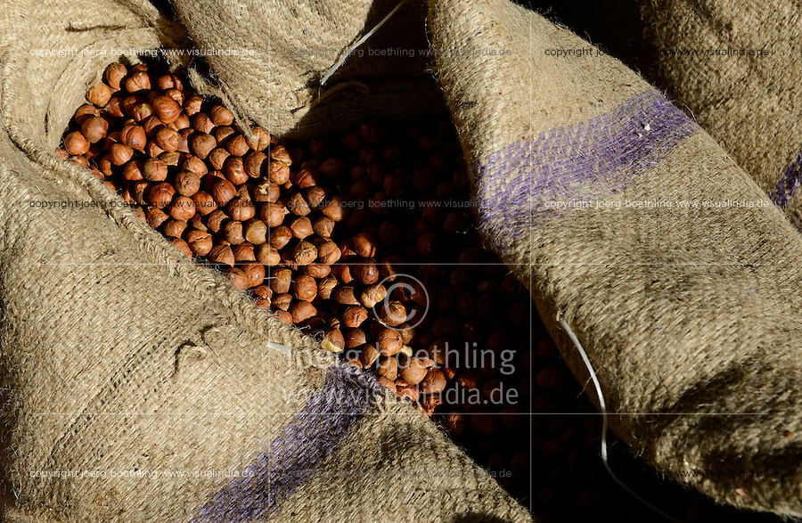 TURKEY Duzce, hazelnut processing plant of Karter Ltd. in Cumayeri , hazelnuts in jute bags / TUERKEI, Duezce, Firma Karter Ltd. in Cumayeri, Haselnussverarbeitung und -handel, Haselnuss ist ein wichtiger Rohstoff fuer Schokocreme wie Nutella oder die Schokoladenindustrie, Haselnuesse im Jutesack