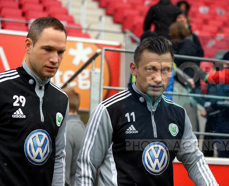 l-r:  Jan POLAK (VfL Wolfsburg) und  Ivica OLIC (VfL Wolfsburg) betreten das Spielfeld..DEUTSCHLAND, MAINZ. Fussball, 1. Bundesliga - 23. Spieltag: 1. FSV Mainz 05 vs VfL Wolfsburg am 23.02.2013, Coface-Arena.