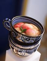 """Afrique/Maroc/Essaouira: Pêches au gingembre - Recette de Latifa Akroum cuisinière de """"La Villa Dar Adul"""""""