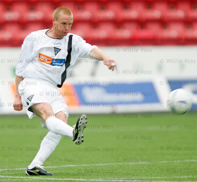 Greg Shields, Dunfermline.stock season 2004-2005.pic willie vass