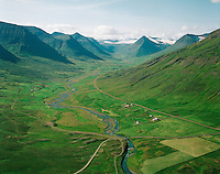 Hreiðarsstaðir og Hreiðarsstaðakot, séð til vesturs, Svarfaðardalshreppur /  Hreidarsstadir and Hreidarsstadakot, viewing west. Svarfadardalshreppur.