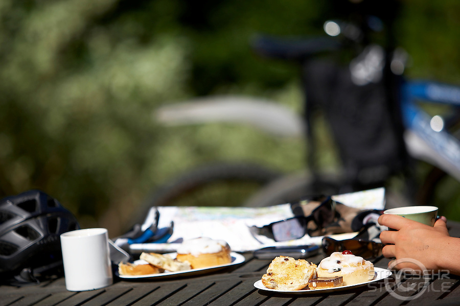 Mountain bike tea and cakes..Virginia Water , Surrey   July 2010 ..pic copyright Steve Behr./ Stockfile
