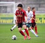 FussballFussball: agnph001:  1. Bundesliga Saison 2019/2020 27. Spieltag 23.05.2020<br /> SC Freiburg - SV Werder Bremen<br /> Chang-hoon Kwon (vorn, SC Freiburg) gegen Michael Lang (hinten, SV Werder Bremen)<br /> FOTO: Markus Ulmer/Pressefoto Ulmer/ /Pool/gumzmedia/nordphoto<br /> <br /> Nur für journalistische Zwecke! Only for editorial use! <br /> No commercial usage!