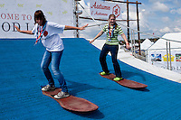 Laura and Saija-Mari from Finland are trying the surfing-simulator. Photo: Kim Rask/Scouterna