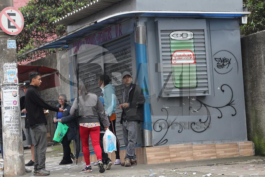 GUARULHOS, SP, 07.10.2018 - ELEIÇÕES-2018 - Boca de urna em frente a Escola Estadual Prof. Antonio Viana de Souza em Guarulhos na grande São Paulo neste domingo, 07. (Foto: Nelson Gariba/Brazil Photo Press)