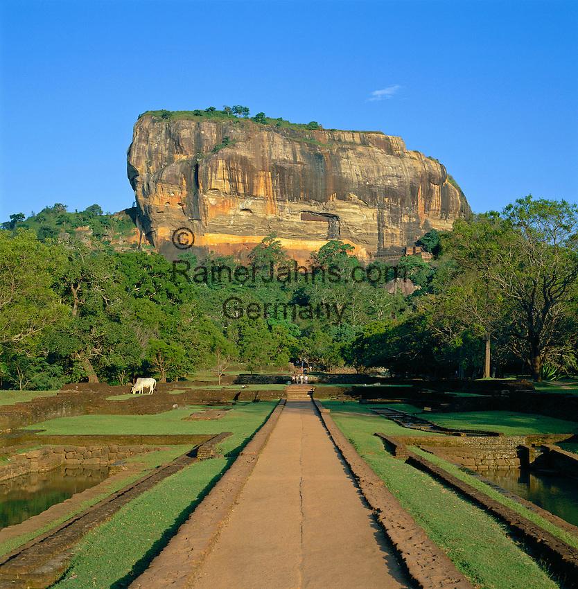 Sri Lanka, Sigiriya: Sigiriya Rock Palace & Water Gardens, since 1982 UNESCO World Heritage site | Sri Lanka, Sigiriya: Monolith mit den Ruinen einer historischen Felsenfestung, seit 1982 UNESCO Weltkulturerbe