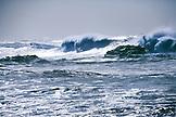 USA, Hawaii, Oahu, breaking waves in ocean at Waimea Bay, North Shore