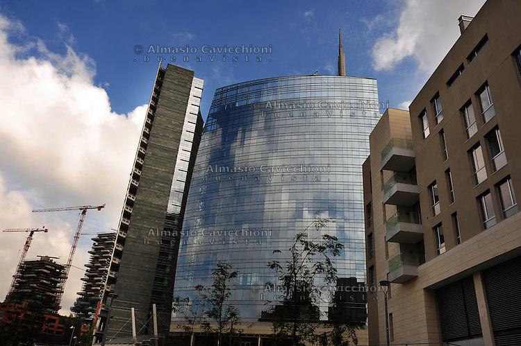 Milano: il quartiere rinnovato di Porta Nuova, le torri progettate da Cesar Pelli
