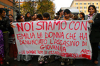 Roma 24 Novembre 2007.Manifestazione  nazionale delle donne per le donne contro la violenza maschile .Le donne rom  del campo rom di Cesare Lombroso.Rome November 24, 2007.National demonstration of women for women against male violence.. Roma women the Roma camp Cesare Lombroso