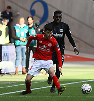 Aaron Martin (1. FSV Mainz 05) gegen Danny da Costa (Eintracht Frankfurt) - 12.05.2019: Eintracht Frankfurt vs. 1. FSV Mainz 05, 33. Spieltag Bundesliga, Commerzbank Arena, DISCLAIMER: DFL regulations prohibit any use of photographs as image sequences and/or quasi-video.