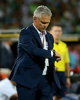 MEDELLÍN -COLOMBIA-13-12-2015: Reinaldo Rueda técnico de Atlético Nacional gesticula durante partido de vuelta entre Atletico Nacional e Independiente Medellin por las semifinales de la Liga Aguila II 2015, jugado en el estadio Atanasio Girardot de la ciudad de Medellin. / Reinaldo Rueda coach of Atletico Nacional gestures during a match for the second leg between Atletico Nacional and Independiente Medellin  for the semifinals of the Liga Aguila II 2015 at the Atanasio Girardot stadium in Medellin city. Photo: VizzorImage/León Monsalve/ Str