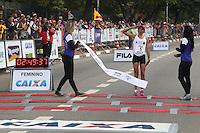 SÃO PAULO, SP - 17.05.2015 - MARATONA-SP - Marizete Moreira dos Santos, quinta colocada feminina da XXI Maratona de São Paulo, que ocorre neste domingo (17), a maratona tem um percurso de 42km com sua largada e chegada no Parque do Ibirapuera, zona sul de São Paulo (Foto: Douglas Pingituro / Brazil Photo Press)