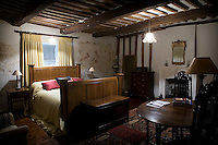Dark oak furniture recreates the atmosphere of Tudor times and blends with the original beamed ceiling
