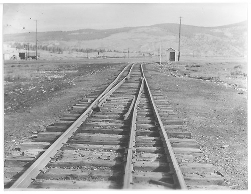 A &quot;draw&quot; rail arrangement on dual-gauge track.<br /> C&amp;S (?)