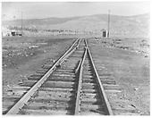 A &quot;draw&quot; rail arrangement on dual-gauge track.<br /> C&amp;S (?)