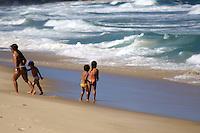RIO DE  JANEIRO, RJ, 02 DE  MAIO DE 2012 - CLIMA TEMPO CAPITAL PAULISTA - Movimentacao na Praia do Leblon no Rio de Janeiro, nesta quarta-feira, 02. FOTO: GUTO MAIA / BRAZIL PHOTO PRESS).