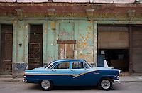 blue car / oldtimer in Havana centro