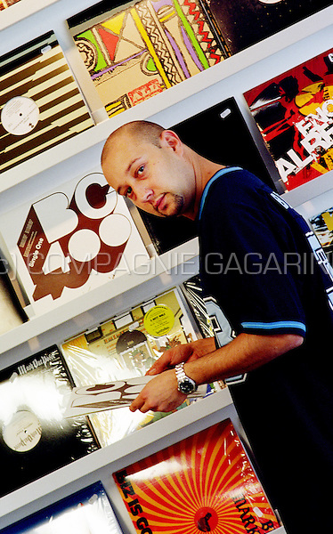 Starflam member Seg in his favourite recordshop in Brussels (Belgium, 30/09/2004)