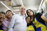ATENCAO EDITOR: FOTO EMBARGADA PARA VEICULOS INTERNACIONAIS<br /> SAO PAULO, SP, 04 OUTUBRO 2012 - O candidato a prefeitura de Sao Paulo Jose Serra durante caminhada pela Vila Sabrina Zona Norte de Sao Paulo SP<br /> FOTO: POLINE LYS - BRAZIL PHOTO PRESS