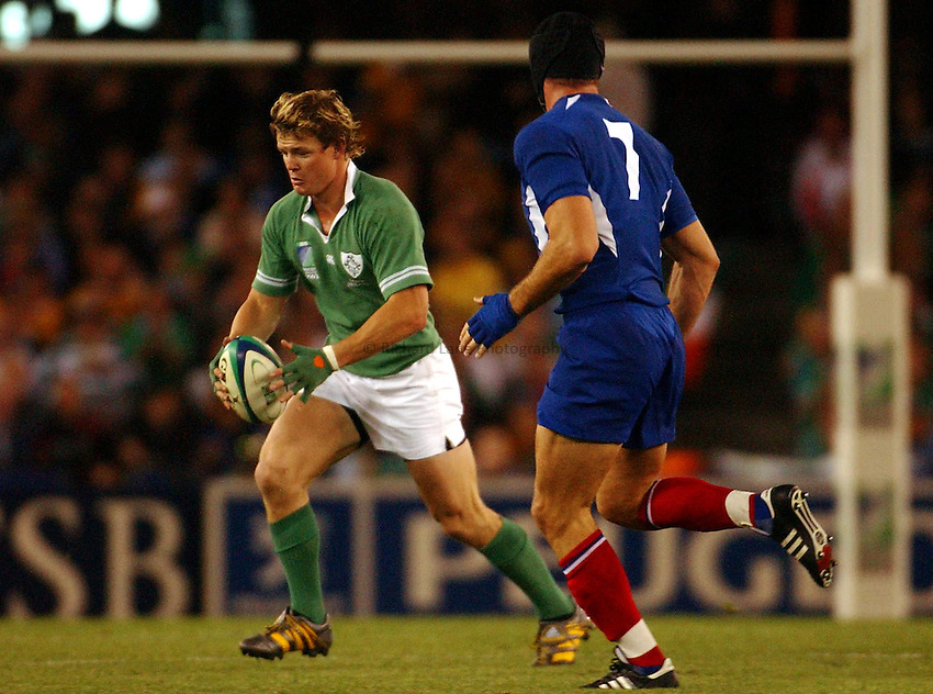 Photo: Jack Atley..Ireland v France, Quarter Final at the Telstra Dome, Melbourne. RWC 2003. 09/11/2003..Brian O'Driscoll attacks.