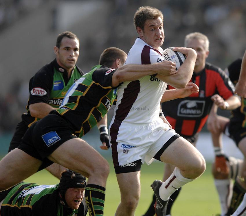 Photo: Richard Lane..Northampton Saints v Leicester Tigers. Guinness Premiership. 14/10/2006. .Tigers' John Murphy attacks as Ben Cohen.