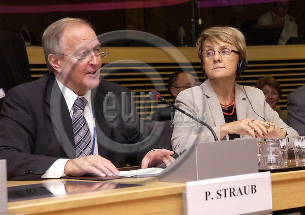 BRUSSELS - BELGIUM - 12 OCTOBER 2005 -- Committee of the Regions Open Days -- Danuta HUBNER, EU Commissioner for Regional Policy and Peter STRAUB, President of the Committee of the Regions giving his statement at the Press Conference.  PHOTO: ERIK LUNTANG / EUP-IMAGES..