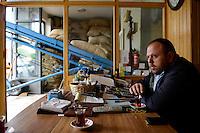 TURKEY, Cumayeri, hazelnut trader Ak Findik is buying hazelnuts from farmers after harvest / TUERKEI, Cumayeri, Haselnuss Haendler Ak Findik, Aufkauf von Haselnuessen von Bauern, Inhaber Mehmet Ak, Findik ist das tuerkische Wort fuer Haselnuss
