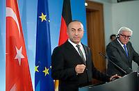 Aussenminister Frank-Walter Steinmeier (SPD) gibt am Donnerstag (18.09.14) in Berlin zusammen mit dem t&uuml;rkischen Aussenminister Mevl&uuml;t Cavusoglu eine Pressekonferenz.<br /> Foto: Axel Schmidt/CommonLens