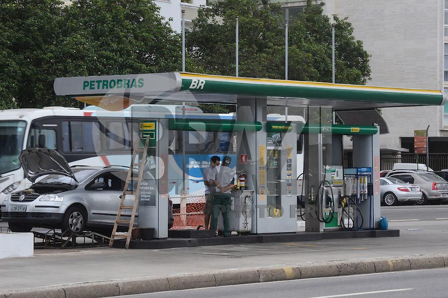 RIO DE JANEIRO-01 DE AGOSTO DE 2012-GREVE DOS CAMINHONEIROS-POSTO DE COMBUSTIVEL-Com a paralisaçao dos caminhoneiros alguns postos comecaram a ficar sem combustivel para atender a demanda, posto de combustivel em Ipanema e visto funcionando normalmente nesta quarta feira, 01 de agosto.(FOTO:MARCELO FONSECA/BRAZILPHOTOPRESS