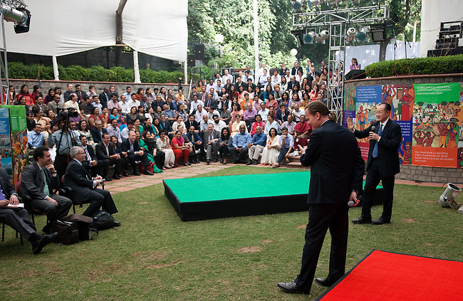 13 March 2013, New Delhi, India: President of the World Bank, Mr Jim Yong Kim and Country Director Oono Ruhl speaking at a meeting of the World Bank staff in the grounds of the Delhi Headquarters. Mr.Kim is visiting India  for meetings with local staff, Indian Government Ministers and to inspect projects sponsored by World Bank in regional areas. Picture by Graham Crouch/World Bank