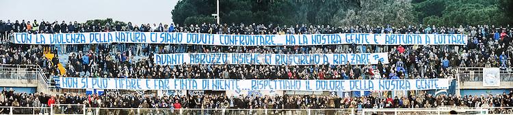 &quot;Con la violenza della natura ci siamo dovuti confrontare, ,a la nostra gente &egrave; abituata a lottare. Avanti Abruzzo insieme ci riusciremo a rialzare. Non si pu&ograve; tifare e far finta di niente, rispettiamo il dolore della nostra gente&quot;<br /> <br /> Striscioni della tifoseria del Pescara Calcio, esposti in curva Nord, durante l'incontro Pescara vs Sassuolo, a sostegno del tragico evento dell'Hotel Rigopiano di Farindola. Foto Adamo Di Loreto/BuenaVista*photo