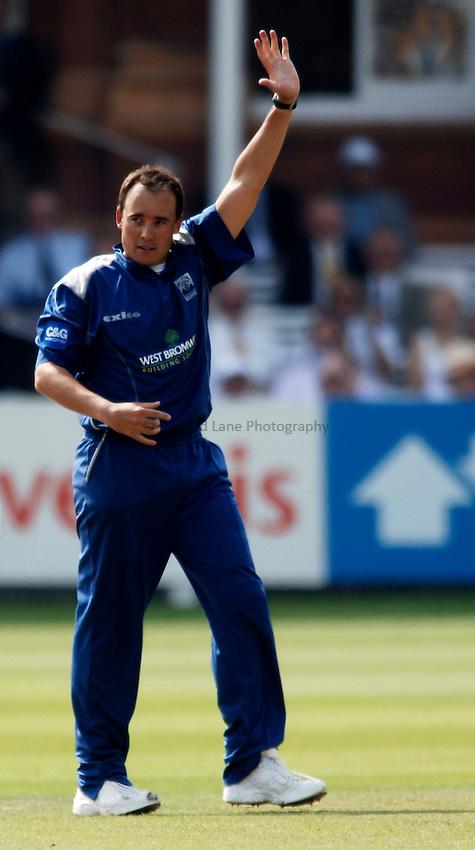 Photo: Glyn Thomas..Hampshire v Warwickshire. C&G Trophy Final..03/09/2005..Warwickshire's Neil Carter celebrates taking a wicket.