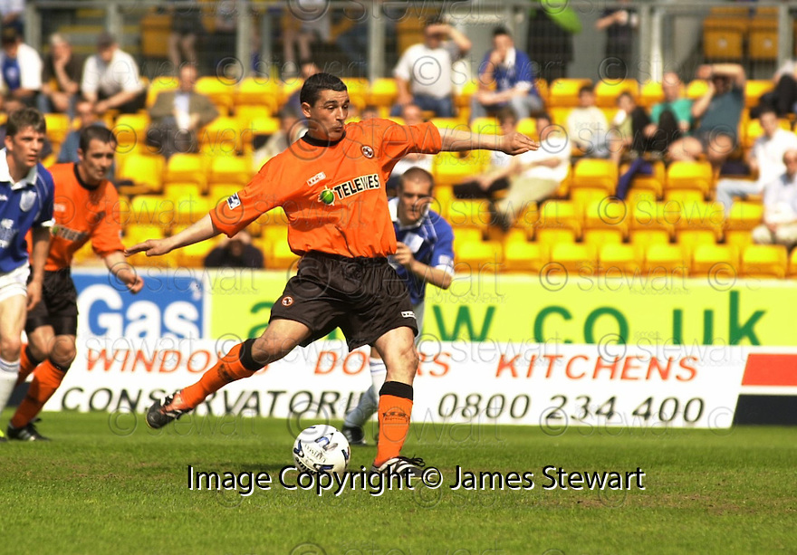 12th May 2001   Copyright Pic : James Stewart .Ref :                           .File Name : stewart10-st johnstone v dundee utd.CHARLIE MILLER TAKE THE PENALTY......James Stewart Photo Agency, Stewart House, Stewart Road, Falkirk. FK2 7AS      Vat Reg No. 607 6932 25.Office : +44 (0) 1324 630007     Mobile : 07721 416997.Fax     :  +44 (0) 1324 630007.E-mail : jim@jspa.co.uk.If you require further information then contact Jim Stewart on any of the numbers above.........