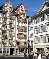 Switzerland, Canton St. Gallen, St. Gallen: lane 'Schmiedegasse' in old town | Schweiz, Kanton St. Gallen, St. Gallen: Schmiedgasse in der Altstadt