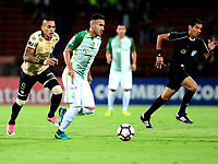 MEDELLIN  -  COLOMBIA - 25 - 05 - 2017: Juan Nieto (Der.) jugador de Atletico Nacional, disputa el balón con Jonathan Alvez (Izq.) jugador de Barcelona, durante partido de la fase de grupos, grupo 1 fecha 6, entre Atletico Nacional de Colombia y Barcelona de Ecuador, por la Copa Conmebol Libertadores Bridgestone 2017, en el Estadio Atanasio Girardot, de la ciudad de Medellin. / Juan Nieto (R) player of Atletico Nacional, vies for the ball with Jonathan Alvez (R) of Barcelona, during a match for the group stage, group 1 of the date 6th, between Atletico Nacional of Colombia and Barcelona of Ecuador, for the Conmebol Libertadores Bridgestone Cup 2017, at the Atanasio Girardot, Stadium, in Medellin city. Photos: VizzorImage / Leon Monsalve / Cont.